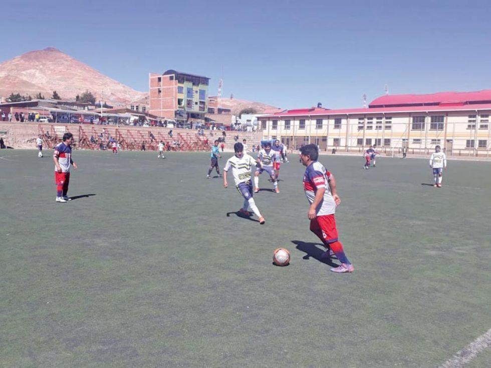 Cuatro equipos se anotan en semifinales de la Mutual