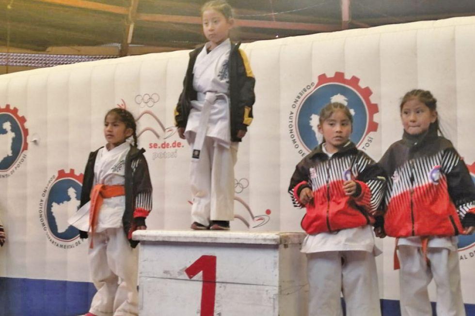 Potosí bate récord de participantes en karate