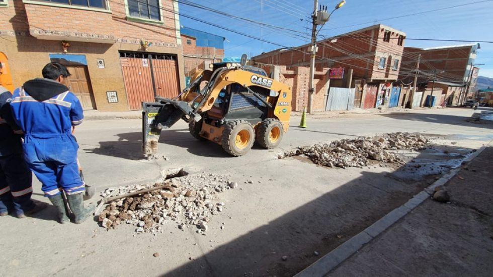 Las fugas de agua afectan a la calle Durán de Castro