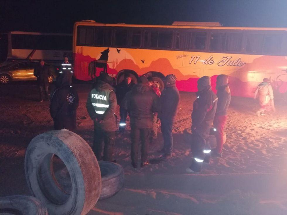 Choferes iniciaron bloqueo en el camino Potosí - Uyuni