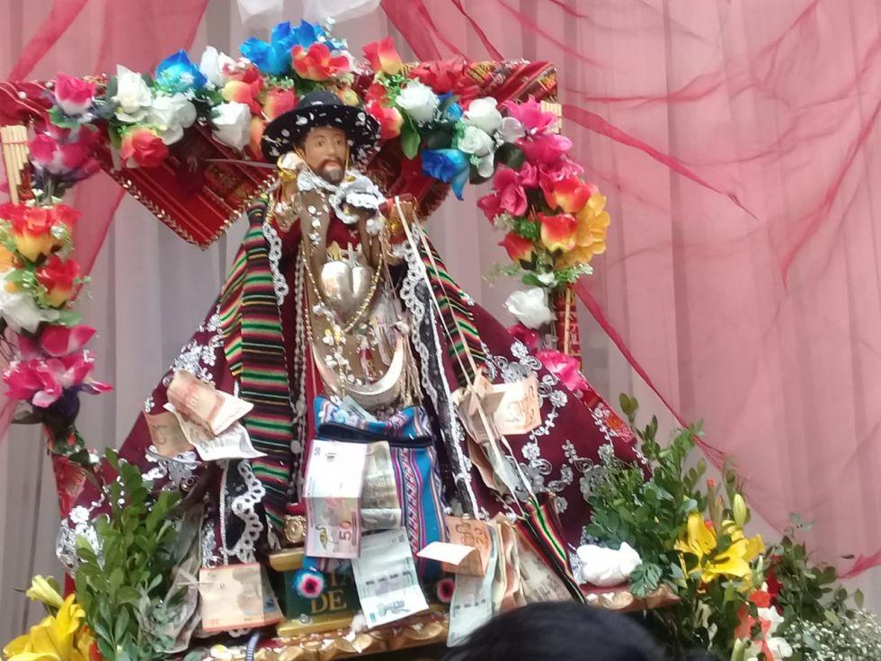 Tata Bombori rebasa la Gobernación y lo llevan a la Catedral