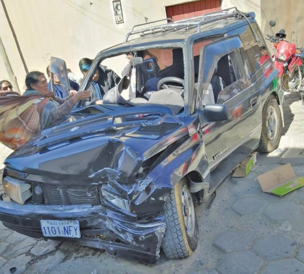Anciano provoca accidente y hay cinco personas heridas