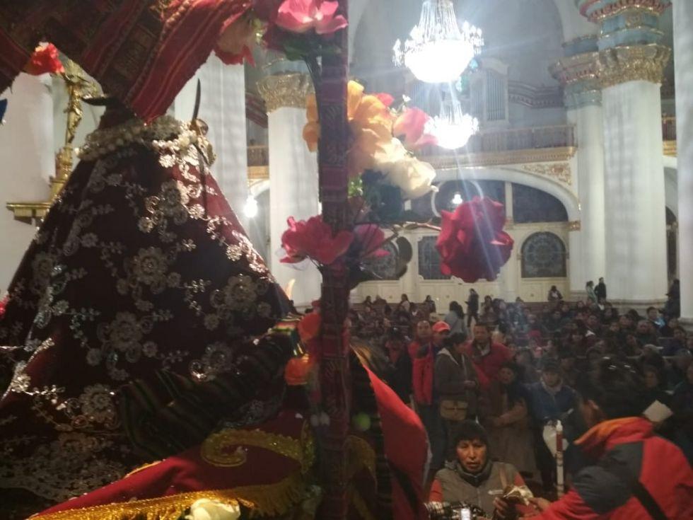 La catedral también se llenó con los fieles.