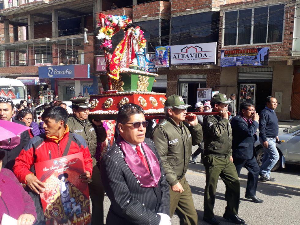 El santo fue llevado en procesión hasta el centro de la ciudad.