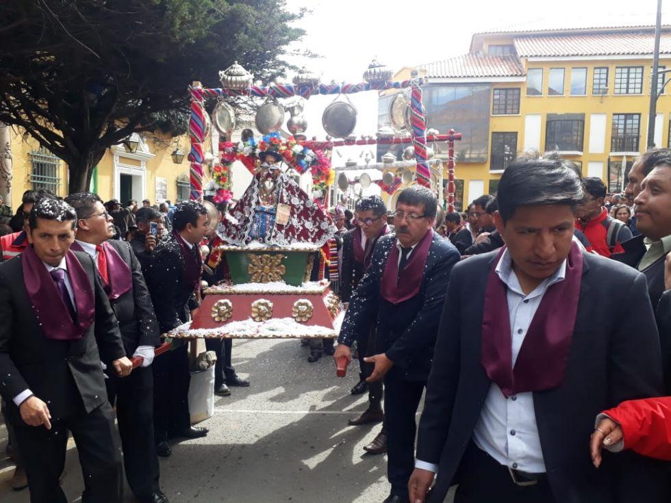 La procesión llega a la plaza.