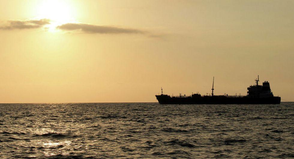 La Guardia Revolucionaria iraní retiene un petrolero extranjero