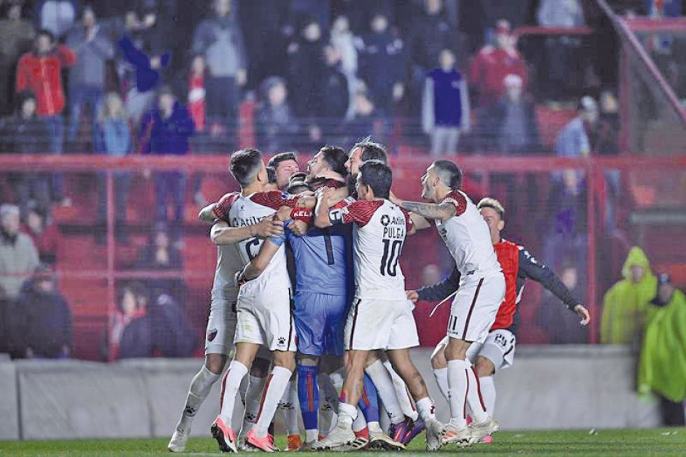 Colón avanza a cuartos de la Sudamericana