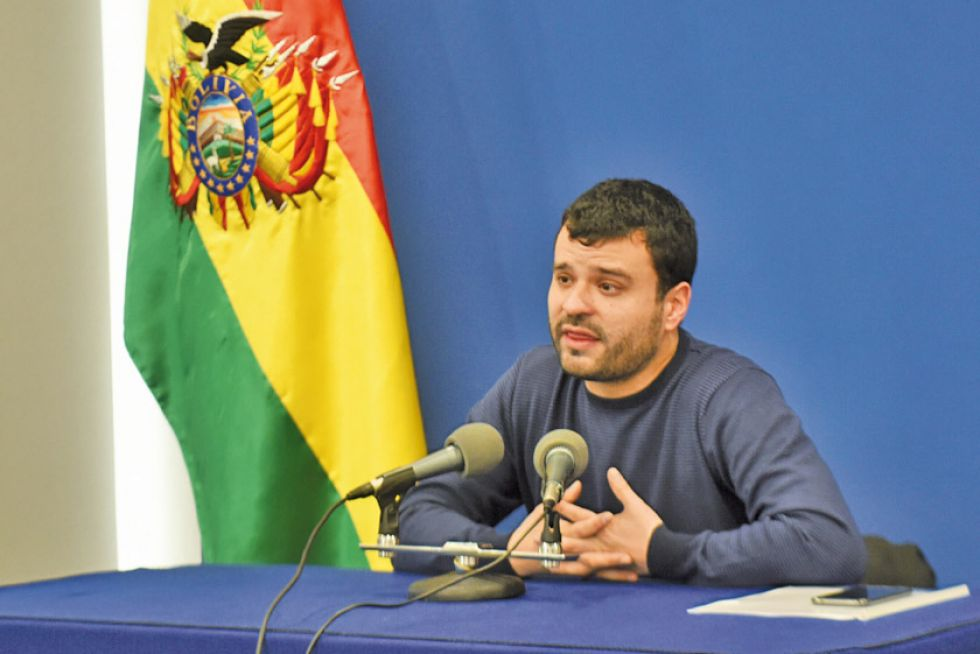 El ministro Canelas acusa a los cívicos de buscar protagonismo