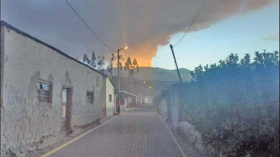 Cenizas de volcán afectan a 600 familias de 2 municipios de La Paz