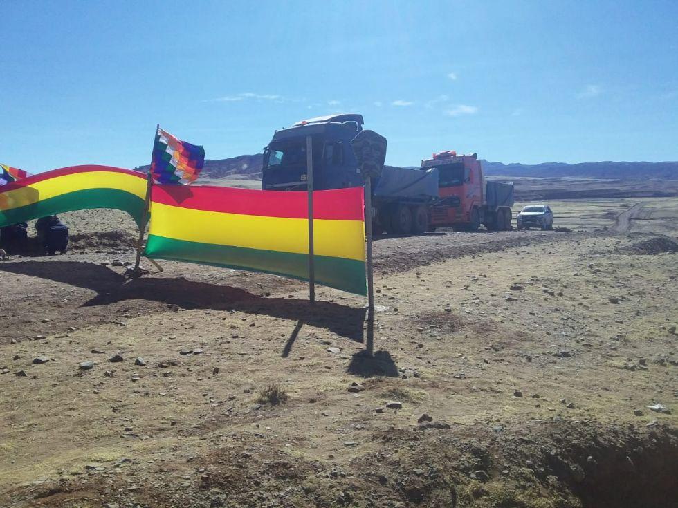 Comunarios bloquean la salida de minerales de San Vicente