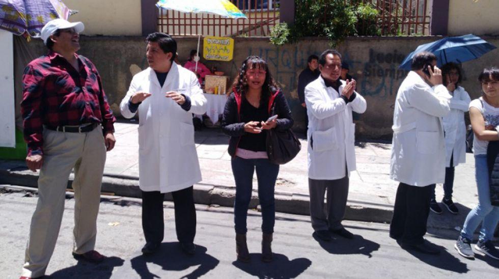 Médicos van al diálogo con el Gobierno y se declaran en emergencia
