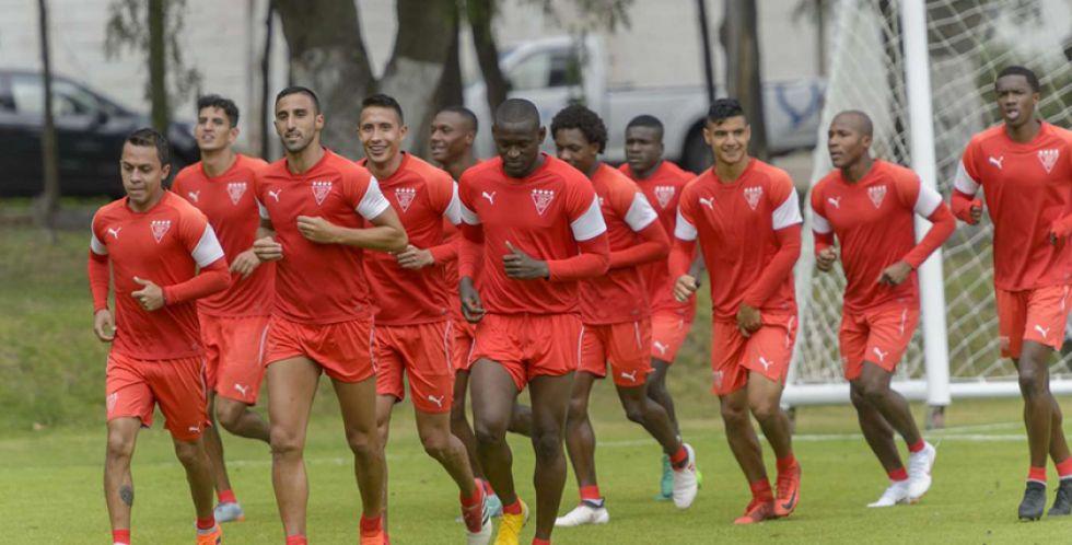 """Liga de Quito y Olimpia se miden en el """"Rodrigo Paz"""""""