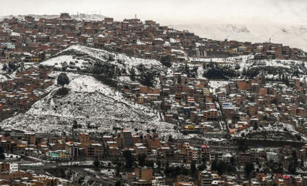 Suspenden media jornada las actividades educativas por nevada en Oruro