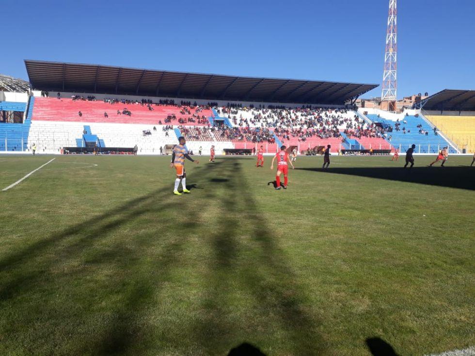 Juegan en el estadio Víctor Agustín Ugarte.