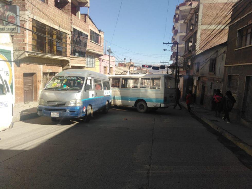 Transportistas intentaron trabajar evitando los bloqueos.