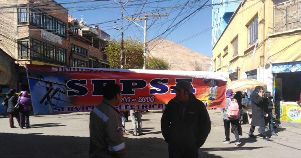 Organizaciones sindicales participaron en el bloqueo de las calles.