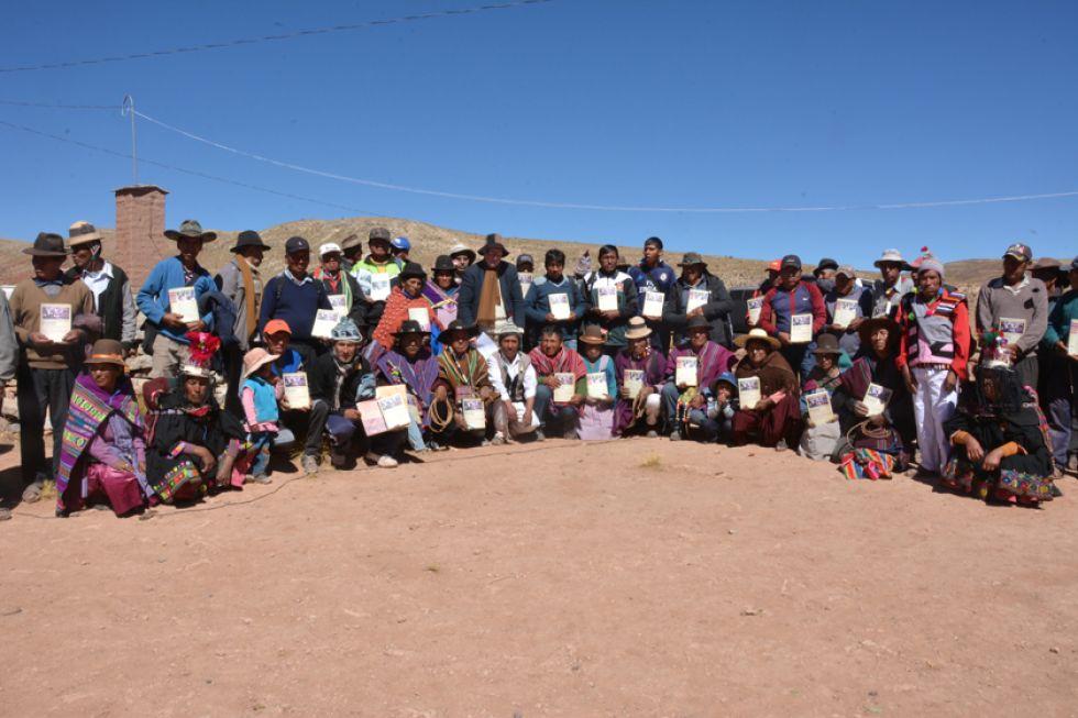 Todos los integrantes del ayllu recibieron un ejemplar del libro.