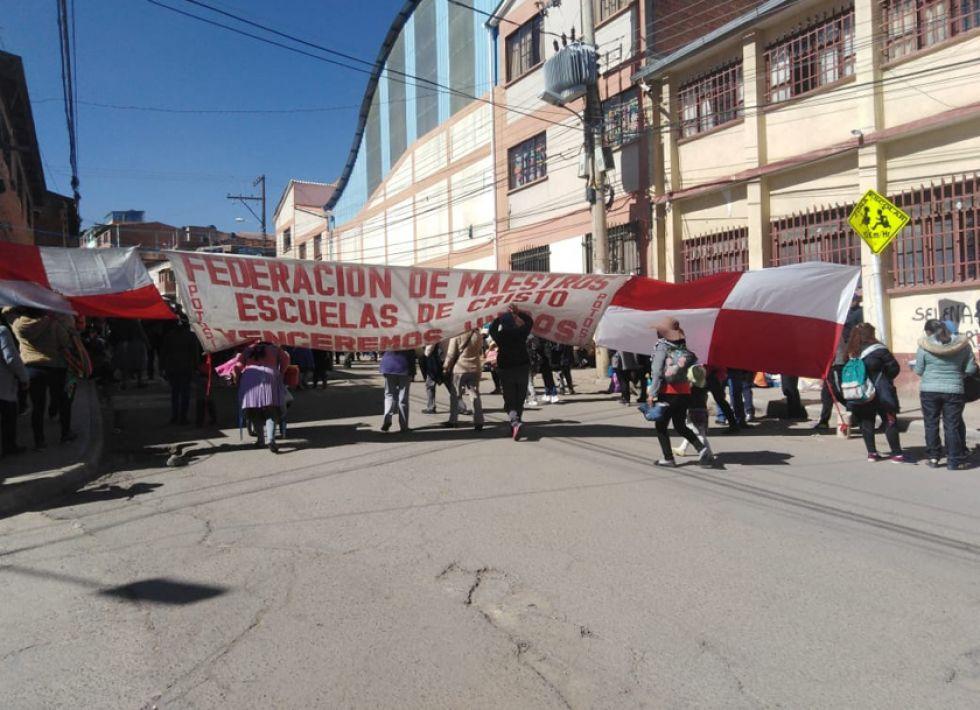 Los maestros de las Escuelas de Cristo participan en el paro militantemente.