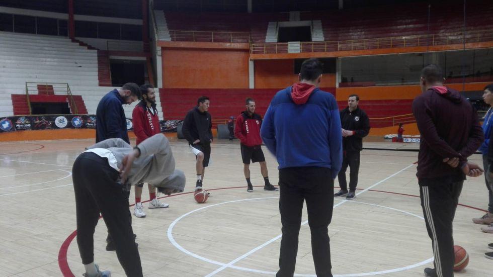 Entrenaron en el coliseo Ciudad de Potosí.
