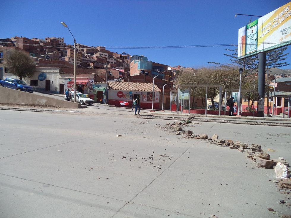 La avenida Tinku y cercanías fueron bloqueadas recién hoy.