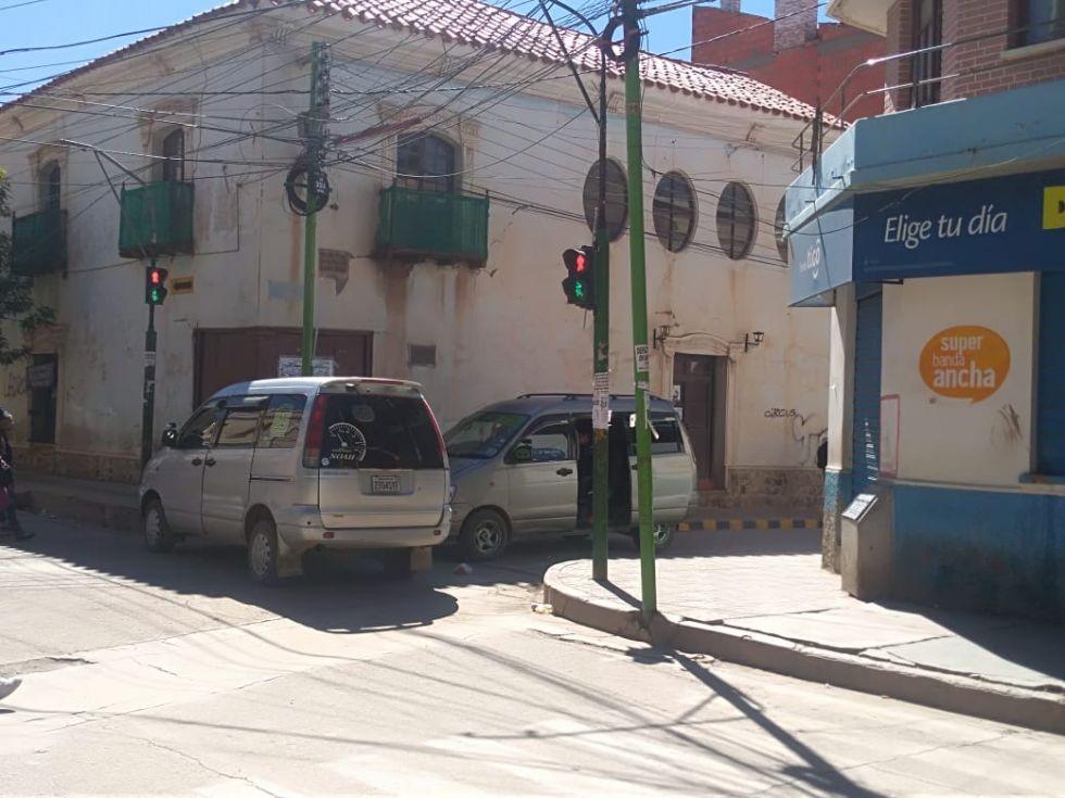 Bloqueo en la Plaza Independencia. Fotos: Luis Sotomayor para El Potosí