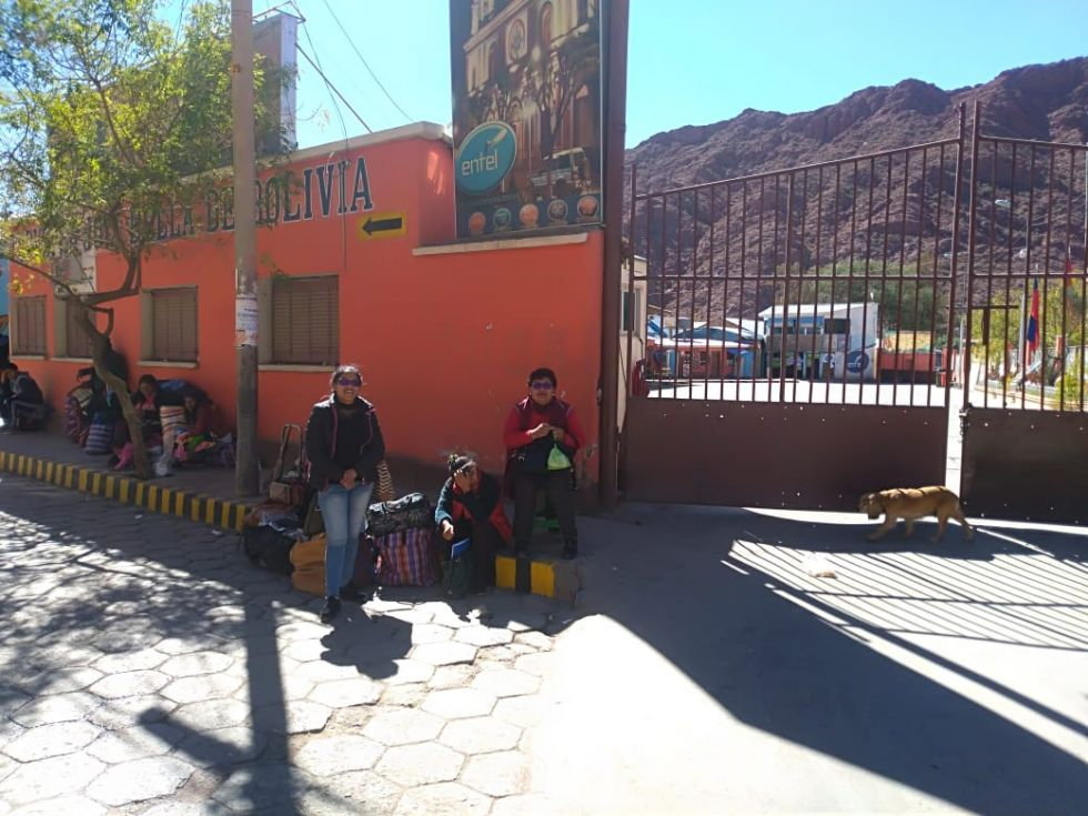 El bloqueo en la zona de la Terminal y Surtidor de la zona Sur. Fotos: Luis Sotomayor para El Potosí