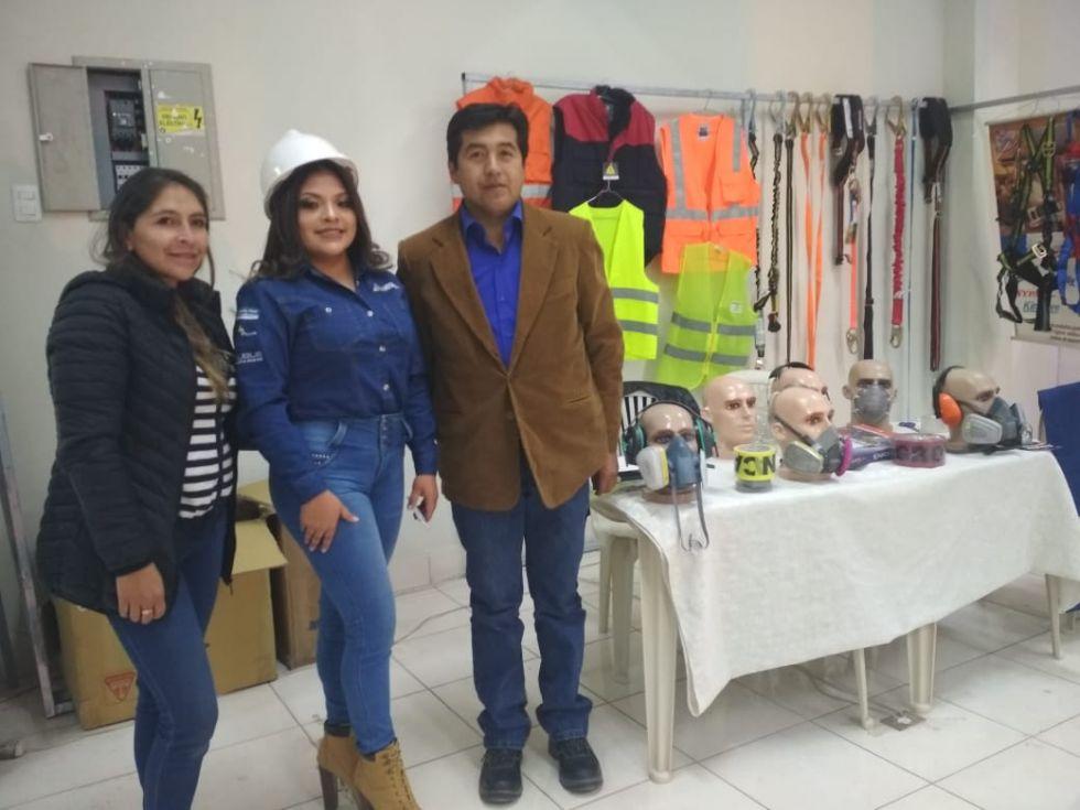 Grupo Comercial Industrial ofrece ropa de seguridad industrial.