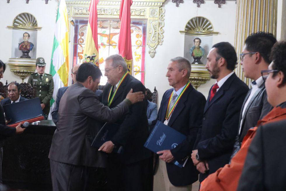 Gobernación reconoce aporte de ciudadanos notables de Potosí