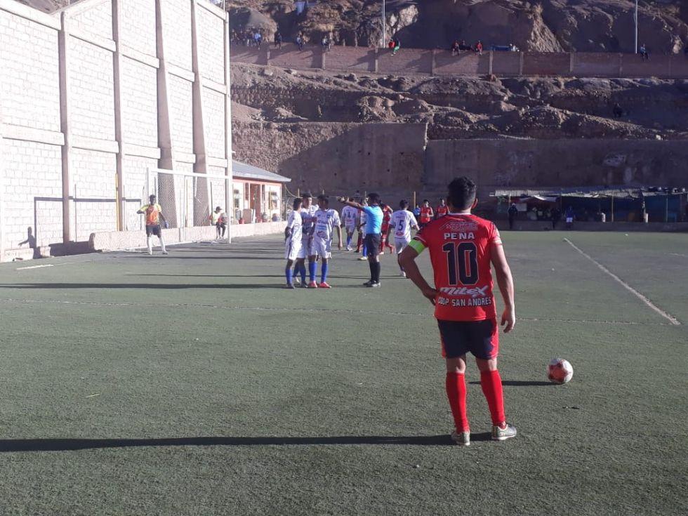 Los equipos jugaron por la tarde.
