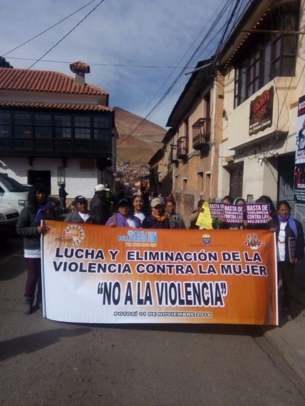 Claman por detener la violencia contra la mujer.