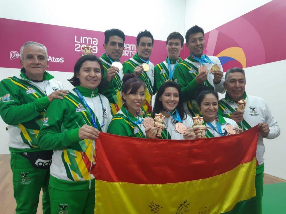 Los deportistas festejaron el triunfo.