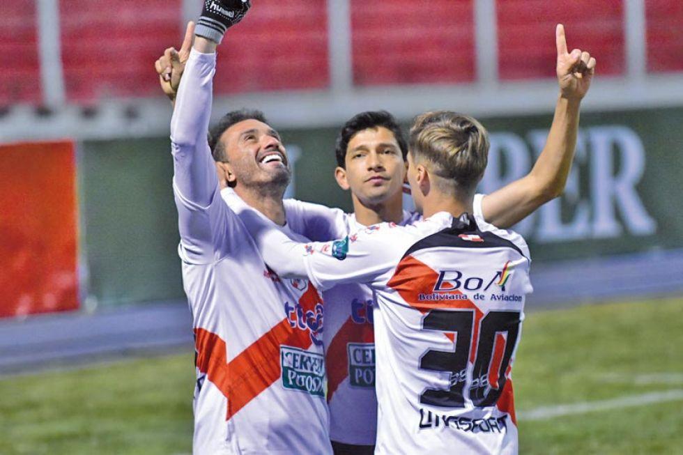 De izq. a der. Enzo Maidana, Edsón Pérez y Bruno Pascua festejan el gol.