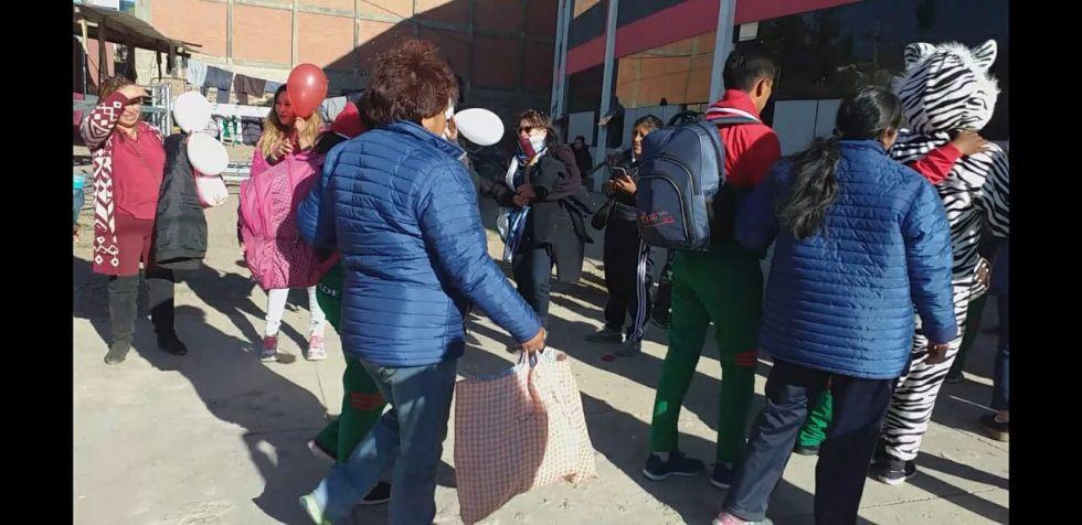 La llegada de las delegaciones. FOTO DDE
