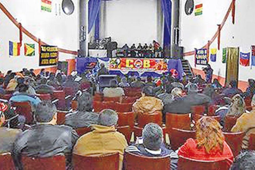 Ex dirigentes de la COB exigen recuperar su independencia