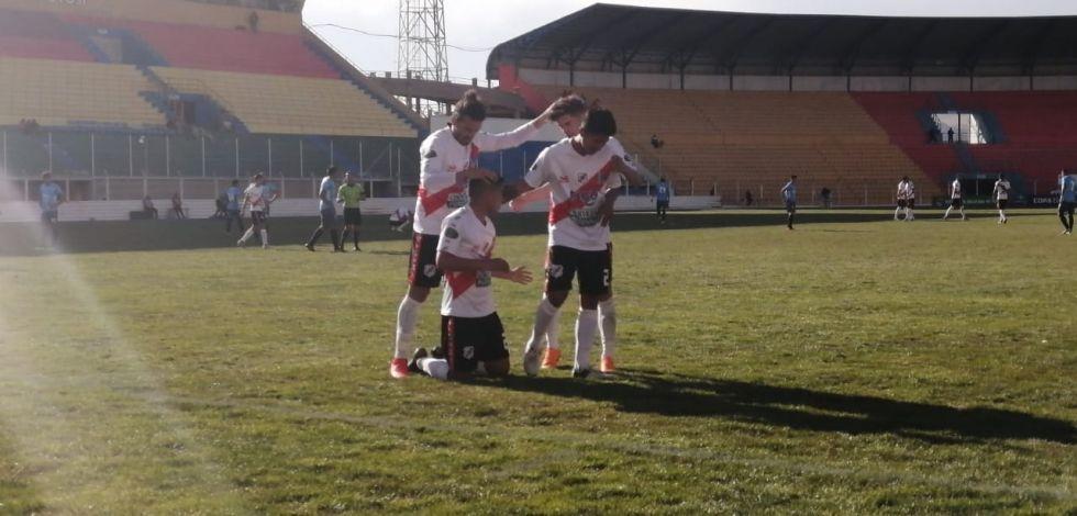 Miguel Padilla celebra el cuarto gol.