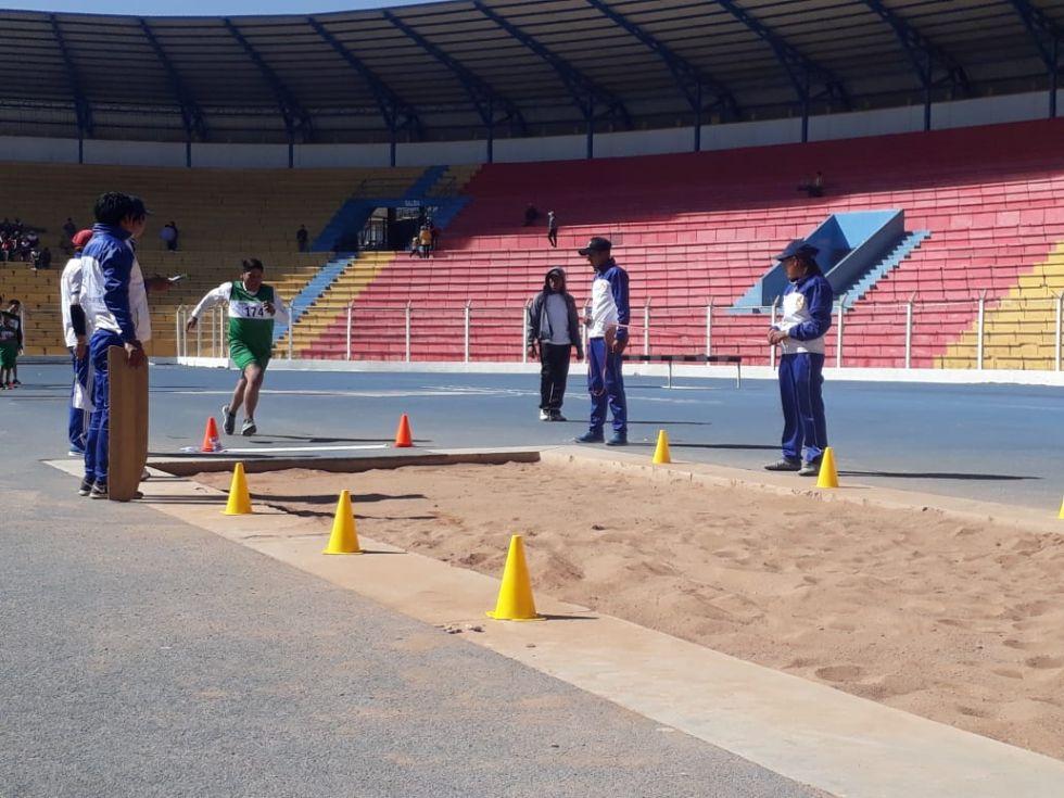 Las competencias se desarrollan en el estadio Víctor Agustín Ugarte.