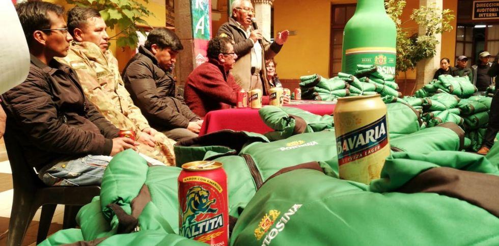 La Cervecería Nacional Potosí entregó chamarras.