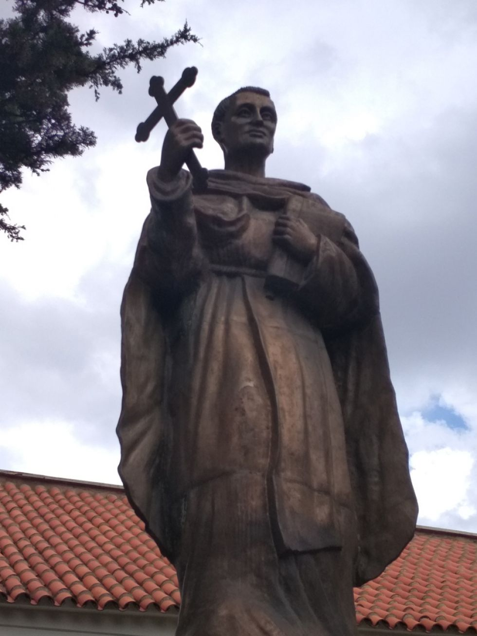 Estatua de fray Vicente Bernedo, recientemente restaurada por iniciativa privada.