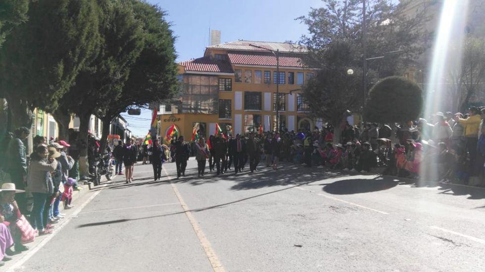 El ingreso de las autoridades a la plaza principal.