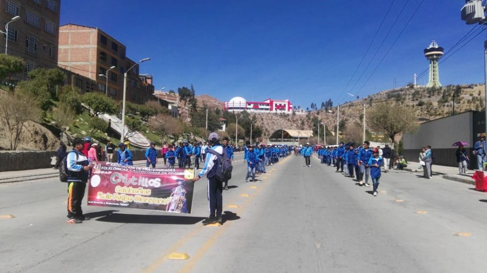 Fraternidades llenan el recorrido en el primer día del convite de Ch'utillos