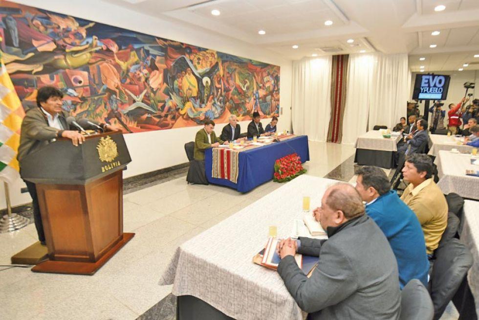 Evo Morales exige a sus militantes triplicar la campaña en Potosí