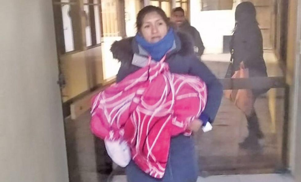 Recién nacida fue abandonada  en bolsa de mercado en Potosí