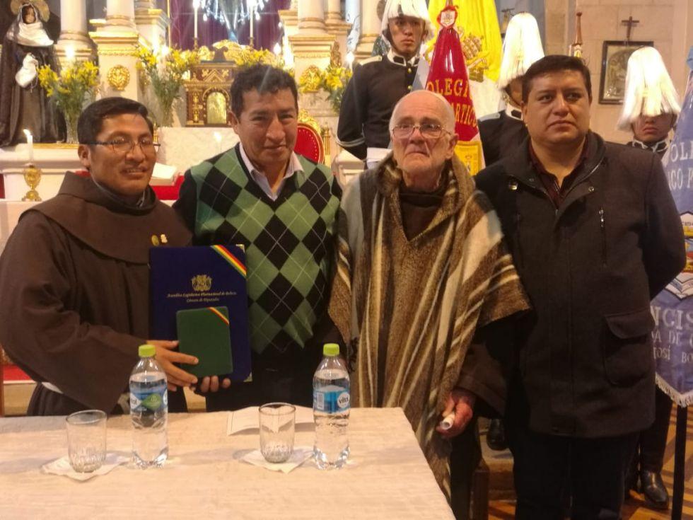 El hermano Octavio, Víctor Borda, el padre Natacho y el diputado Pablo Berríos.
