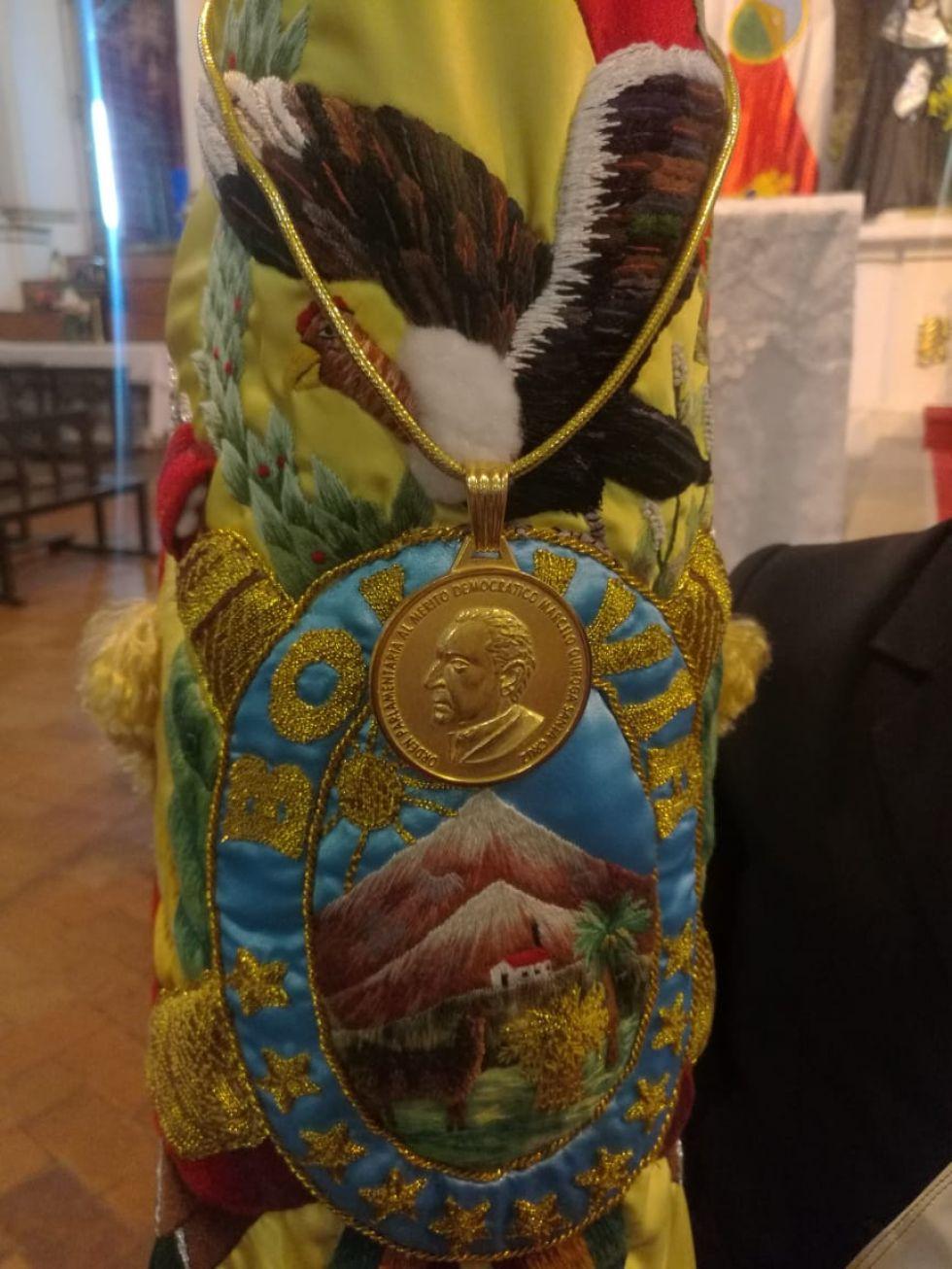 La medalla.