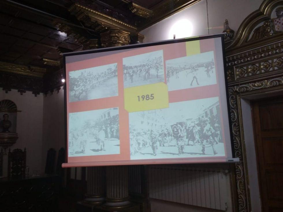 Rocío Calderón ratifica que la primera entrada folklórica de colegios fue el año 1985.
