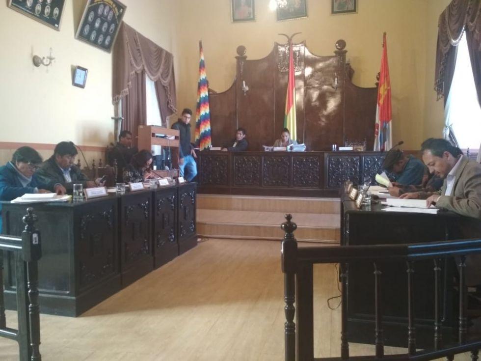 Concejales tratan una denuncia contra el alcalde Cervantes