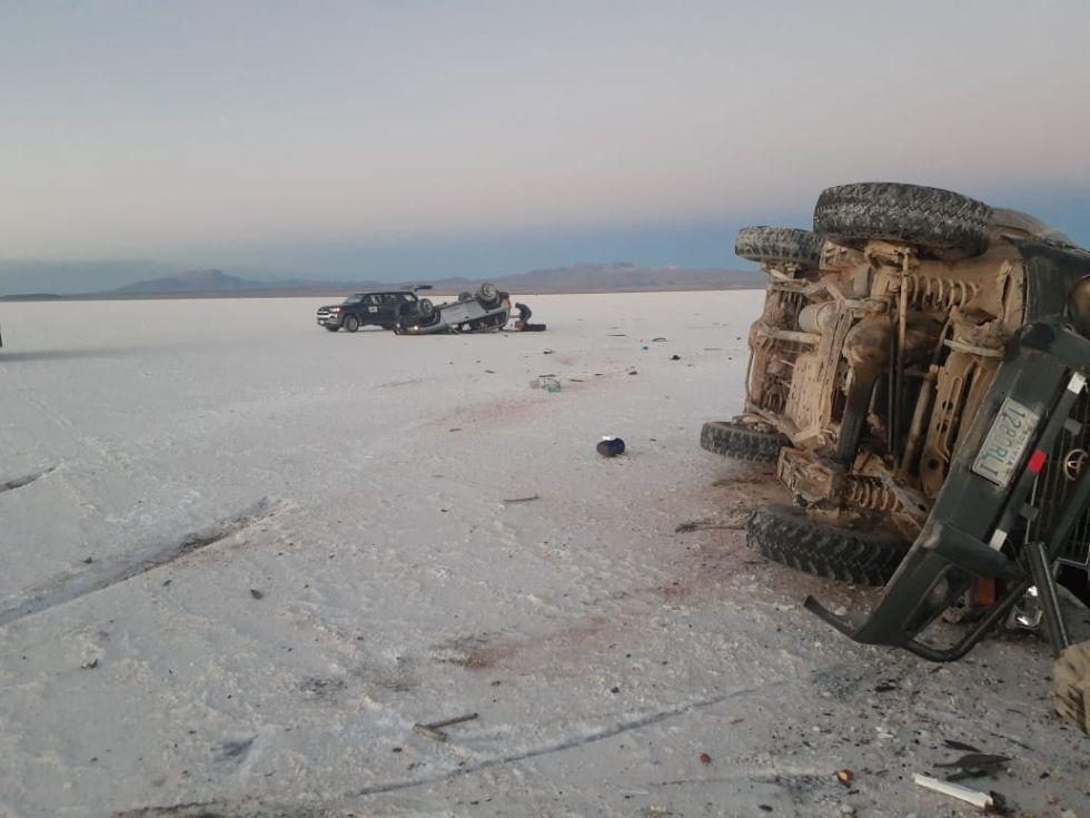 Vehículo de YLB choca contra otro que transportaba turistas, hay cuatro heridos