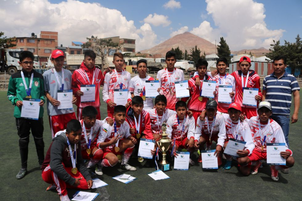El colegio José David Berrios, campeones en fútbol.