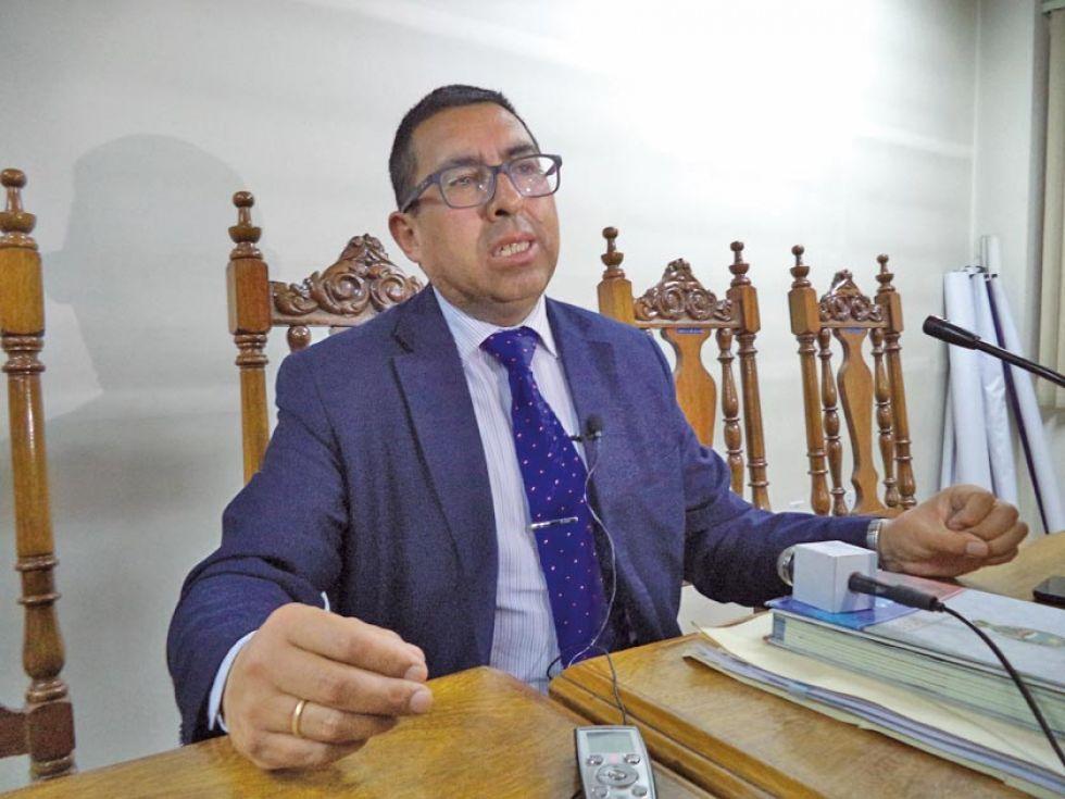 El rector Roberto Bohórquez, informa sobre las conclusiones del Consejo.