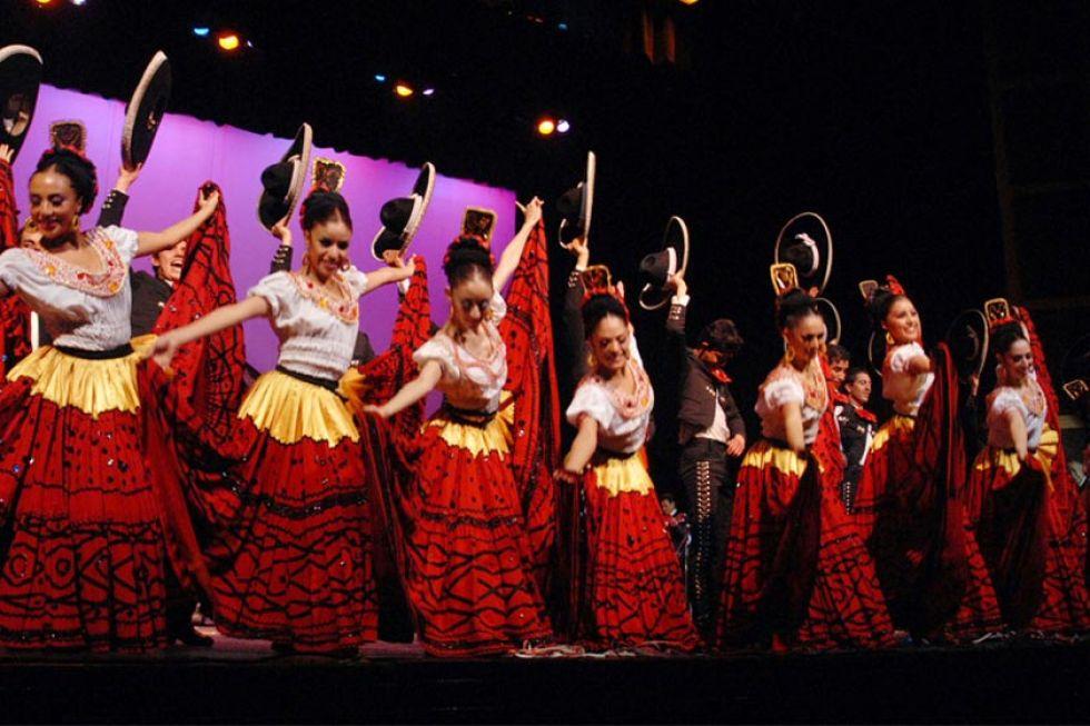 Ch'utillos inicia con un festival internacional de danzas